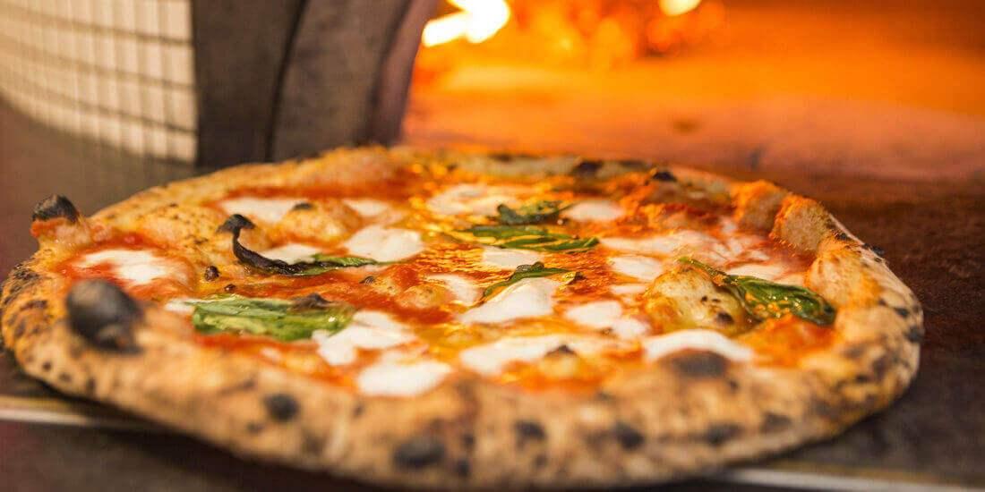 italiaanse pizza bestellen bij la piazza helmond brouwhuis. Black Bedroom Furniture Sets. Home Design Ideas